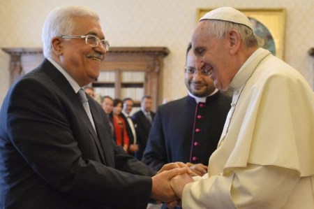 Francisco se reúne con Abbas