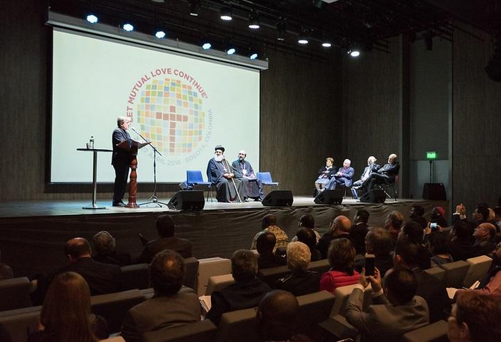 En El Evento Por Parte Del Vaticano Juan Usma Gomez Jefe De Oficina La Seccion Occidental Pontificio Consejo Para Unidad Los Cristianos