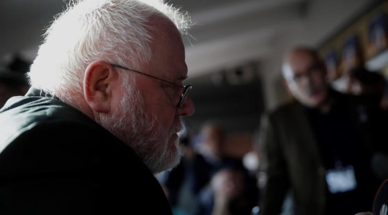 Arzobispo renuncia: busca restaurar confianza en la Iglesia