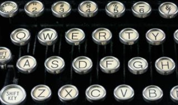 maquina-de-escrever-antiga-perto-de-perto_19-133434