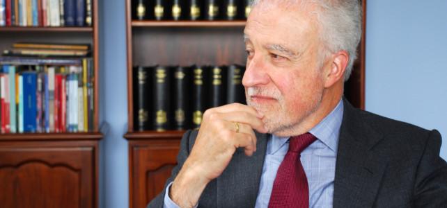 """""""La justicia no puede ser muy distinta a su sociedad"""", dice Luis Pásara"""