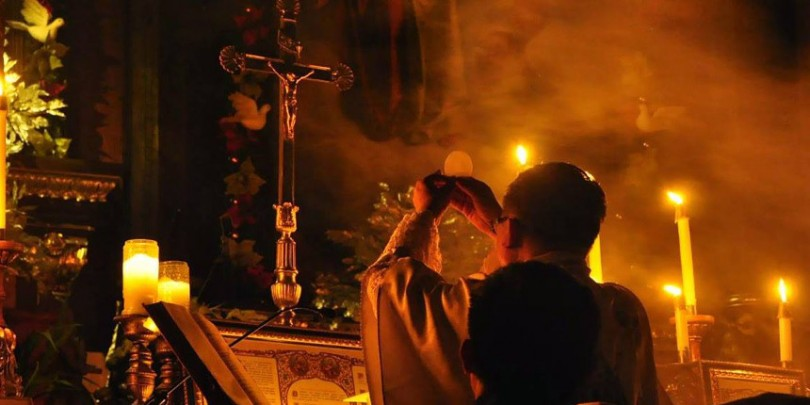 misa tridentina santa misa tradicional krouillong comunion en la mano