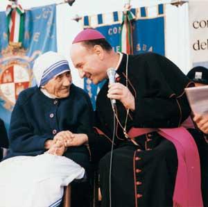 cardinali monseñor angelo comastri benedicto xvi krouillong comunion en la mano madre teresa de calculta