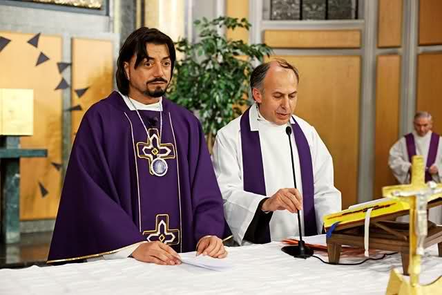 padre zlatko sudac krouillong comunion en la mano confesion diez mandamientos