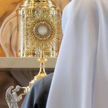 adoracion eucaristica krouillong comunion en la mano es sacrilegio (1)