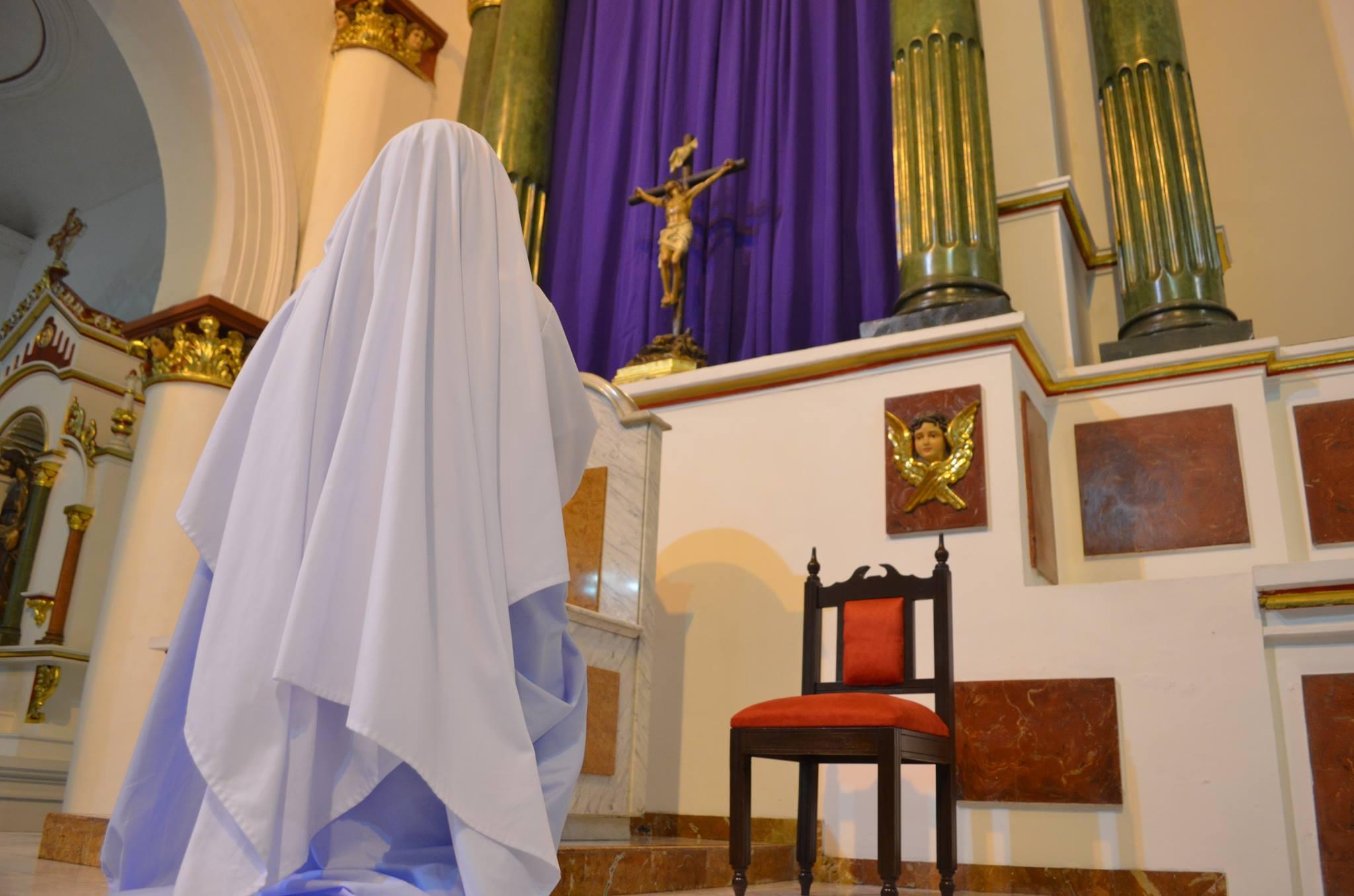 adoracion eucaristica krouillong comunion en la mano es sacrilegio (2)