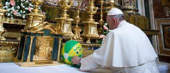 papa francisco krouillong comunion en la mano