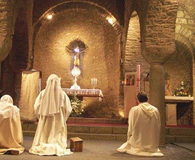adoracion eucaristica krouillong comunion en la mano sacrilegio