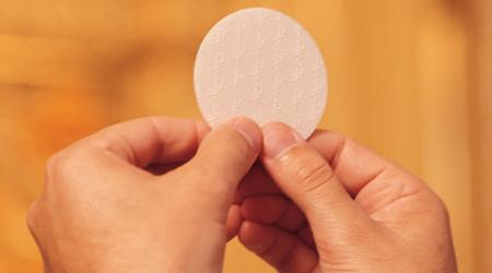 comunion espiritual sagrada eucaristia krouillong comunion en la mano