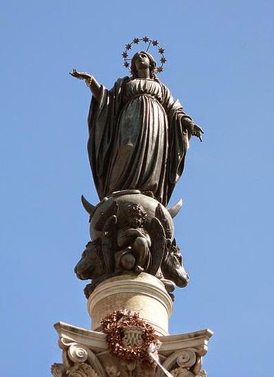 Inmaculada Plaza España Roma krouillong comunion en la mano sacrilegio