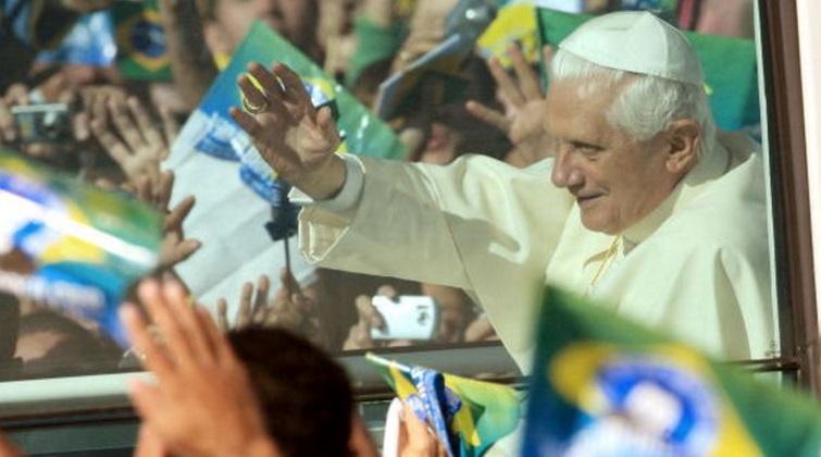 benedicto XVI brasil enciclicas oraciones exhortaciones apostolicas krouillong sacrilegio comunion en la mano 36
