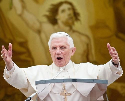 benedicto XVI castel gandolfo enciclicas oraciones exhortaciones apostolicas krouillong sacrilega comunion en la mano sacrilegio