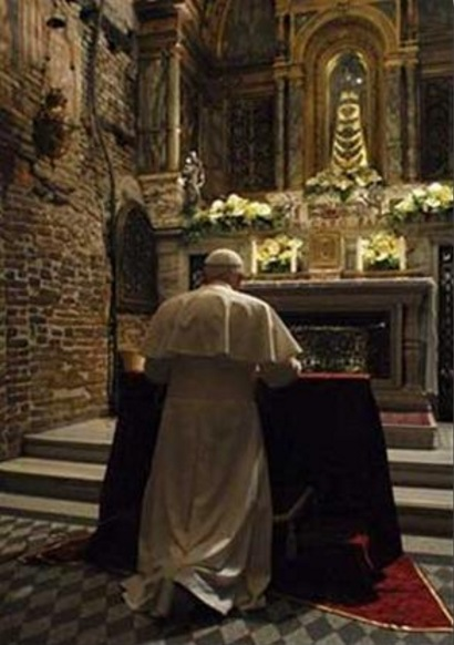 benedicto XVI castel gandolfo enciclicas oraciones exhortaciones apostolicas krouillong sacrilega comunion en la mano 12