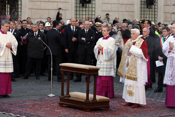 benedicto XVI castel gandolfo enciclicas oraciones exhortaciones apostolicas krouillong sacrilega comunion en la mano 13