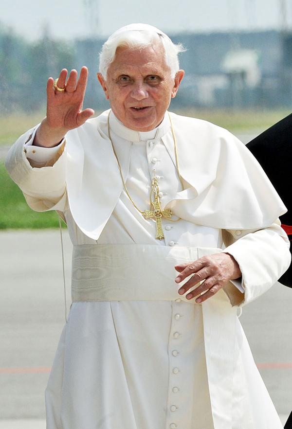benedicto XVI castel gandolfo enciclicas oraciones exhortaciones apostolicas krouillong sacrilega comunion en la mano 19