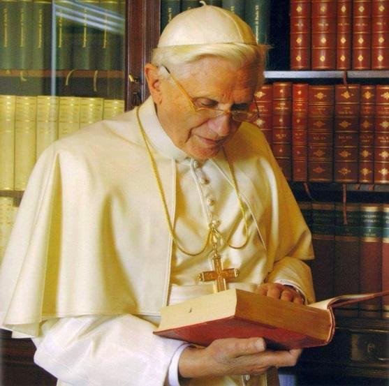benedicto XVI castel gandolfo enciclicas oraciones exhortaciones apostolicas krouillong sacrilega comunion en la mano 2