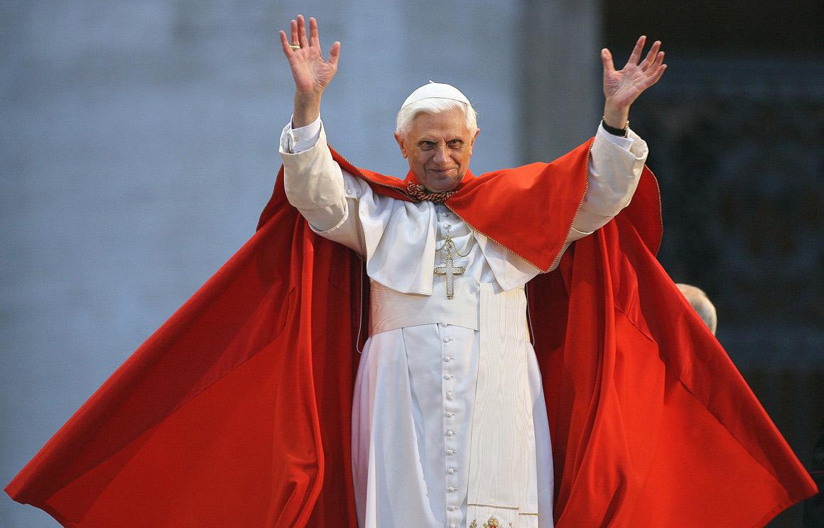 benedicto XVI castel gandolfo enciclicas oraciones exhortaciones apostolicas krouillong sacrilega comunion en la mano 5