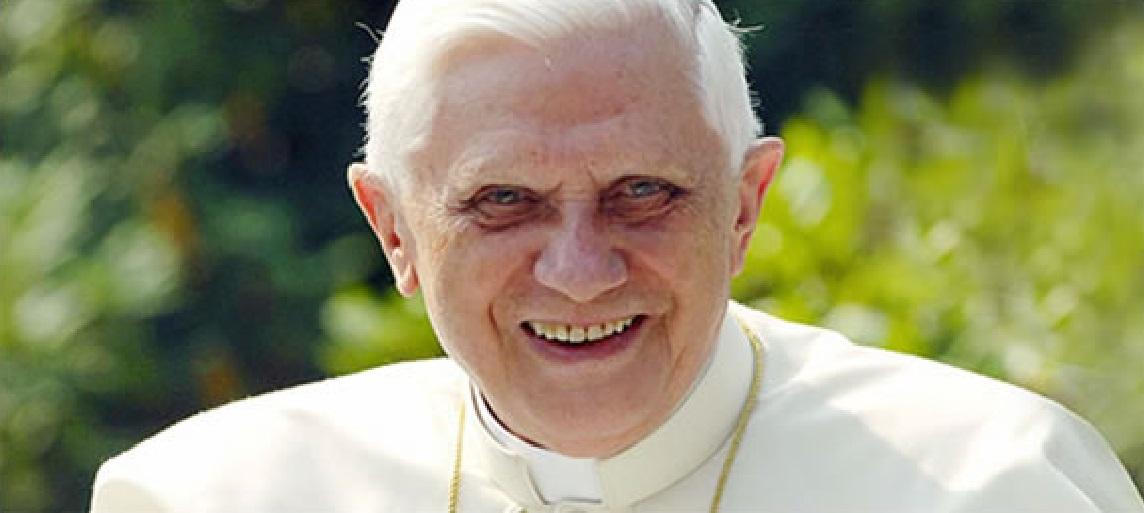 benedicto XVI castel gandolfo enciclicas oraciones exhortaciones apostolicas krouillong sacrilega comunion en la mano 7
