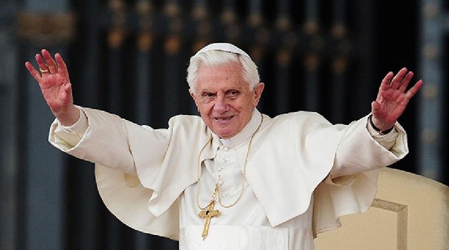 benedicto XVI castel gandolfo enciclicas oraciones exhortaciones apostolicas krouillong sacrilega comunion en la mano 8