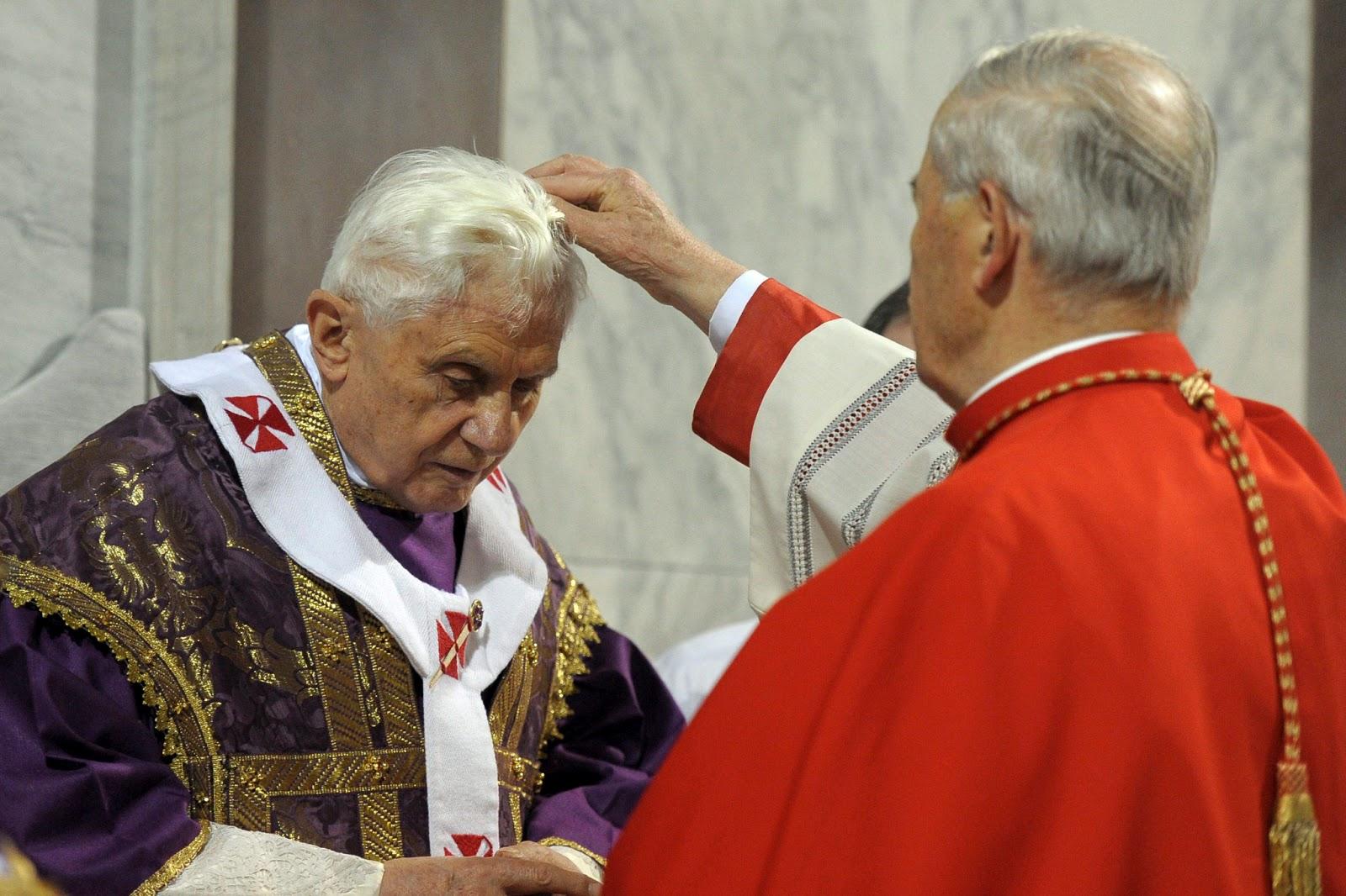 benedicto XVI miercoles de ceniza enciclicas oraciones exhortaciones apostolicas krouillong sacrilegio comunion en la mano 31