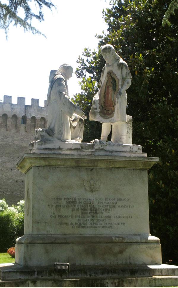 monumento a la virgen de guadalupe juan diego jardines privados del vaticano krouillong comunion en la mano sacrilegio
