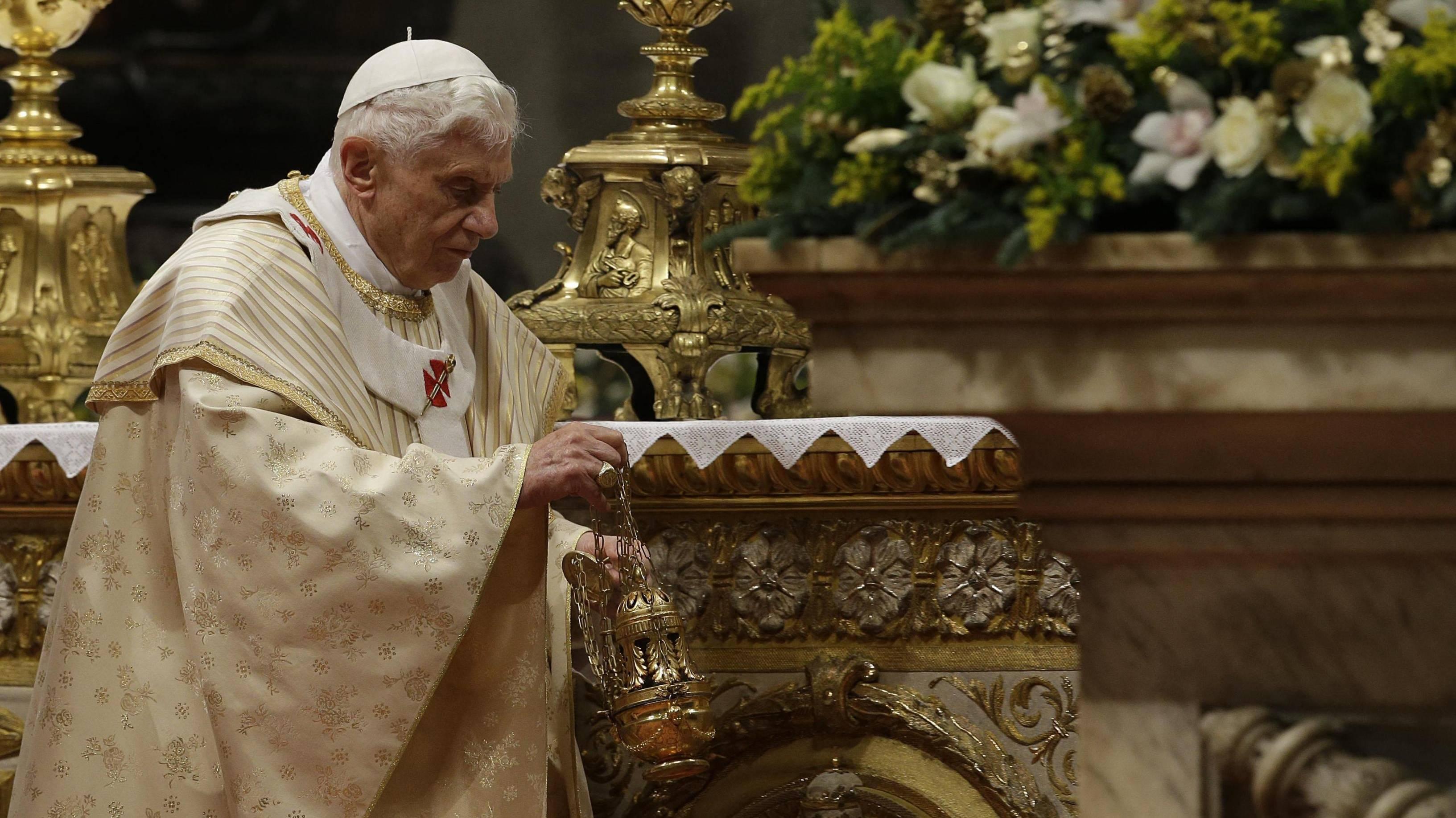 benedicto XVI castel gandolfo enciclicas oraciones exhortaciones apostolicas krouillong sacrilegio comunion en la mano 65