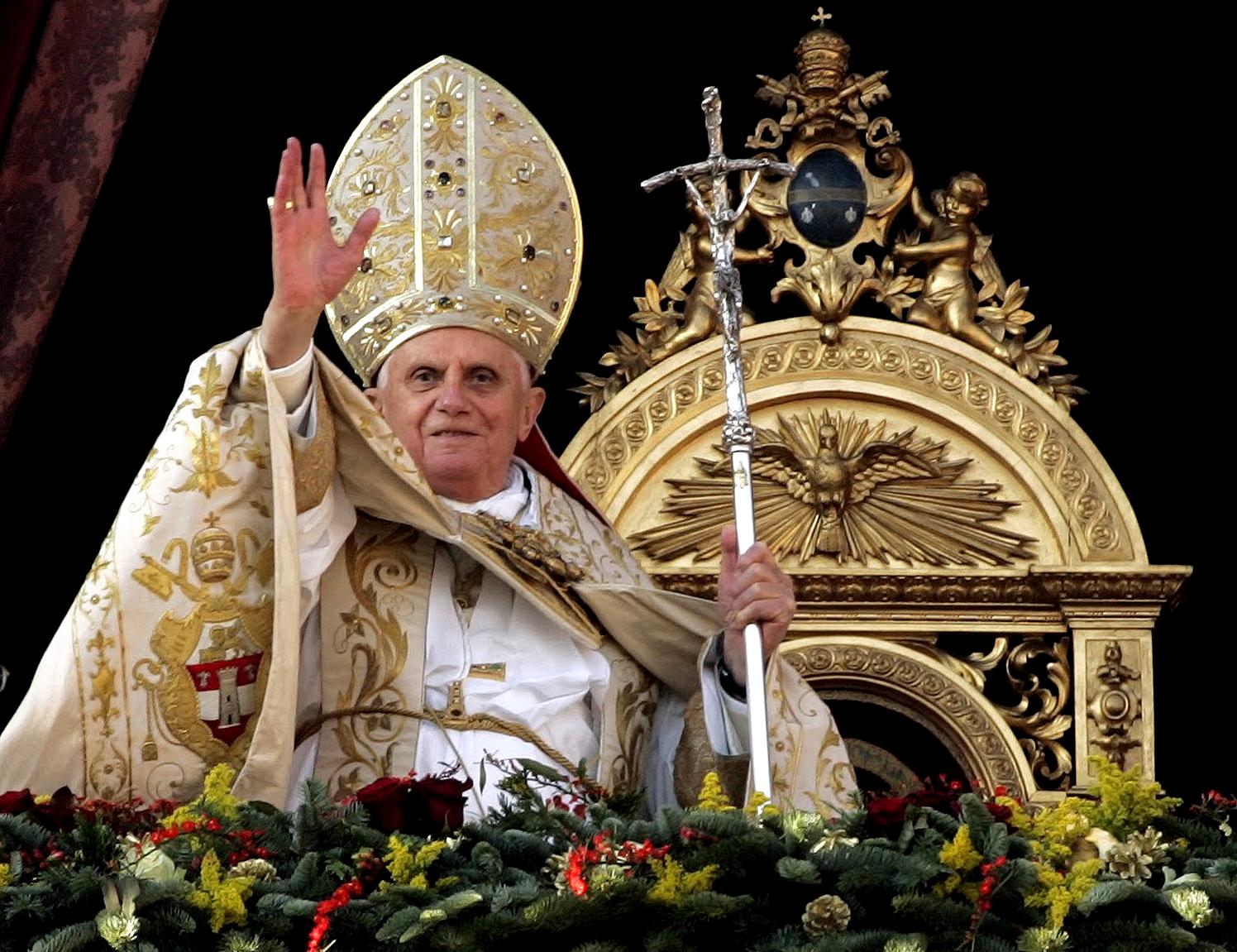 benedicto XVI castel gandolfo enciclicas oraciones exhortaciones apostolicas krouillong sacrilegio comunion en la mano 67