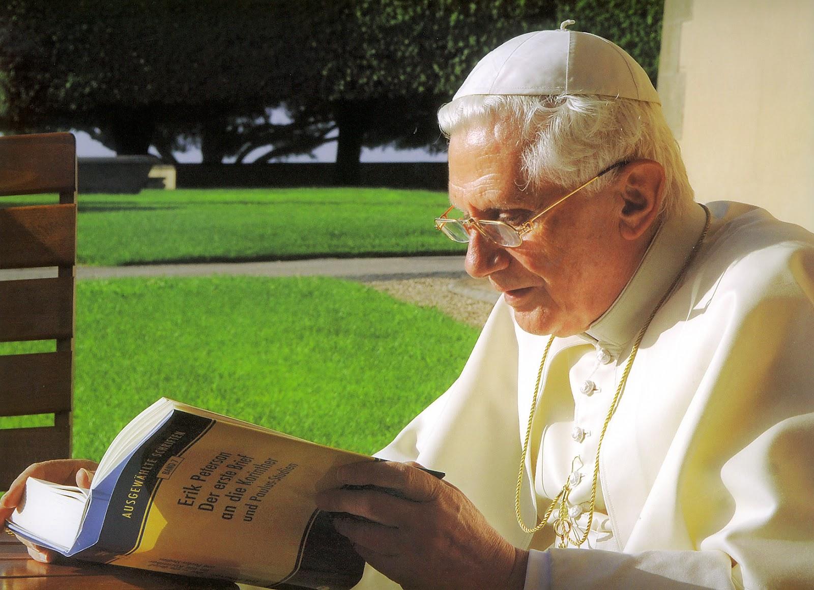 benedicto XVI castelgandolfo enciclicas oraciones exhortaciones apostolicas krouillong sacrilegio comunion en la mano 73