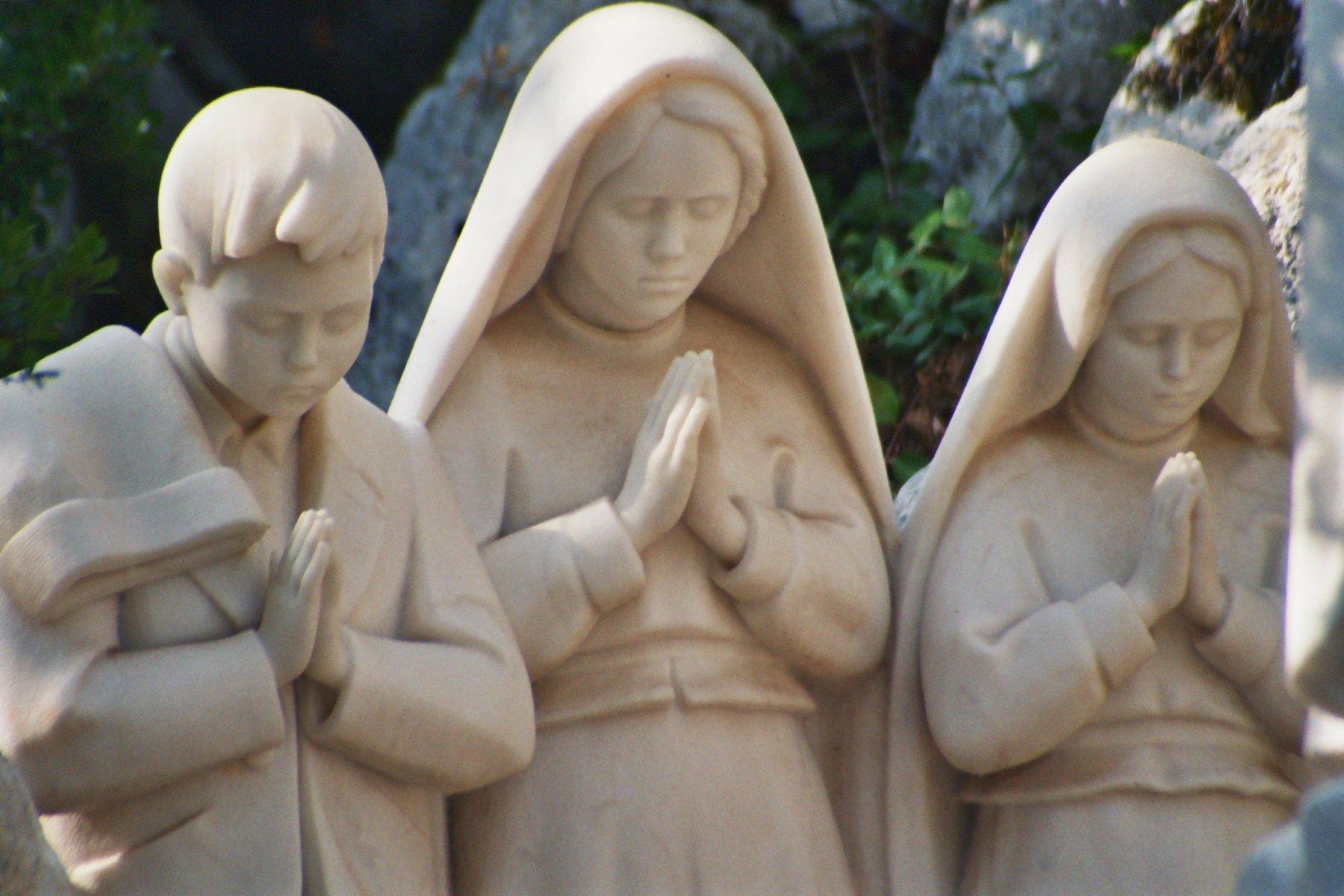 videntes de fatima krouillong comunion en la mano sacrilegio