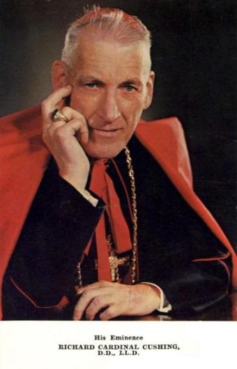 Cardenal Richard Cushing krouillong comunion en la mano es sacrilegio