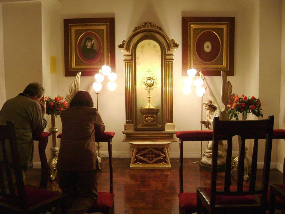 eucaristia krouillong comunion en la mano (60)
