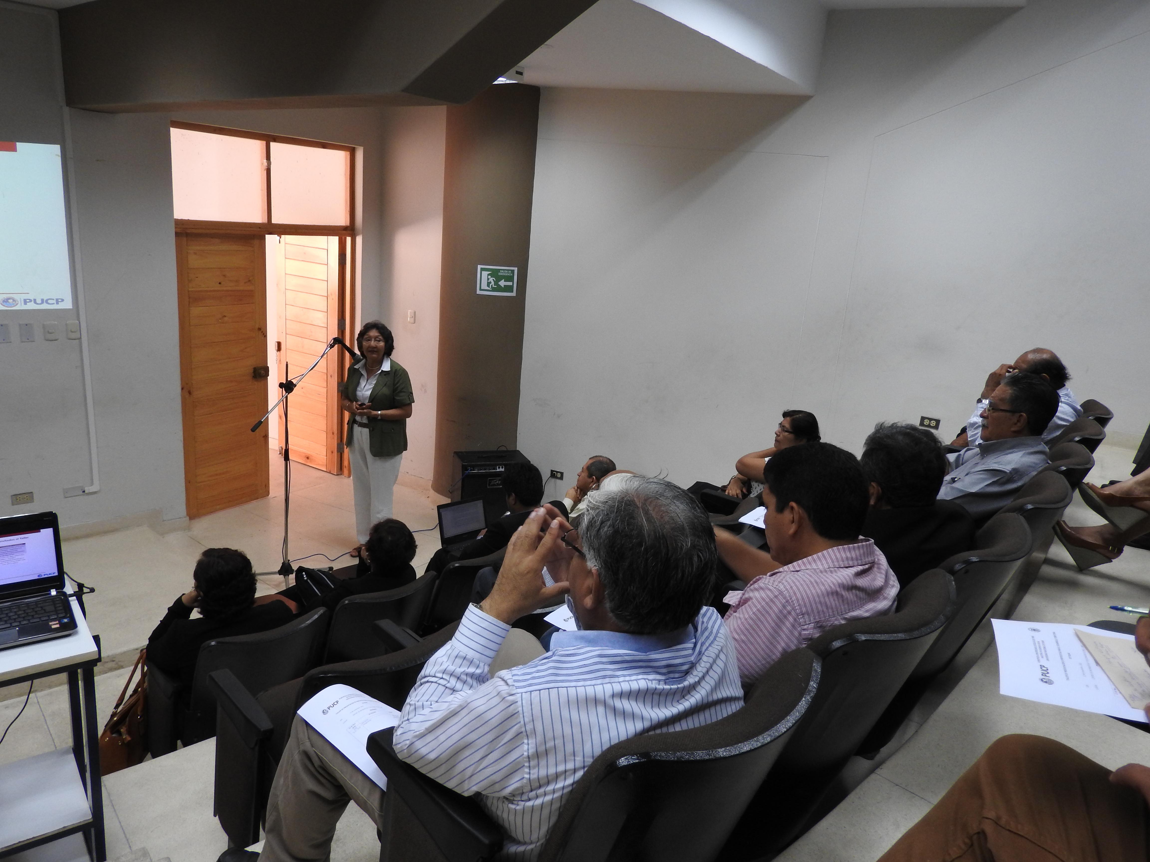 Exposición de la docente Mg. Rita Zegarra (PUCP)