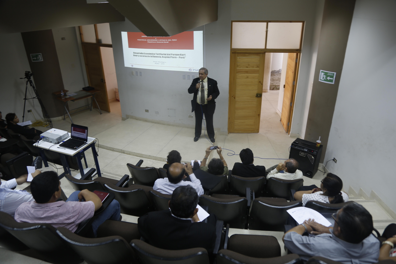 Exposición del Director del Instituto de Estudios Regionales-UNP, Élias Castillo Córdova