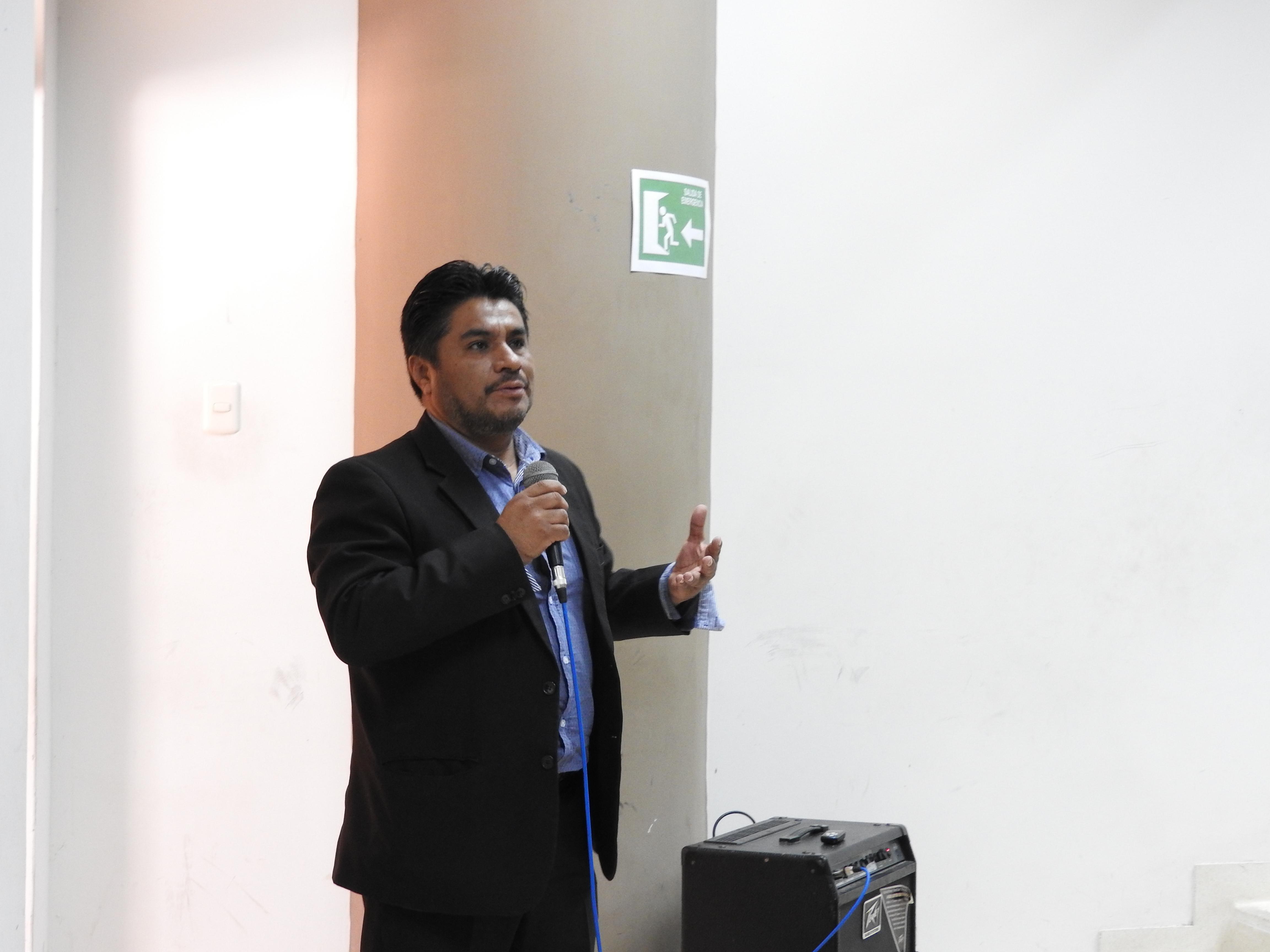 Exposición del docente Mg. Héctor Castro (PUCP)
