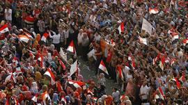 130705141322_protestas_egipto_mujeres_circulo_624x351_ap EN BBC