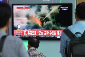 People watched TV news coverage of the exchange of fire Thursday at a Seoul railway station. PHOTO: YONHAP/AGENCE FRANCE-PRESSE/GETTY IMAGES