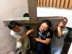 China Detains Lawyer in #Zhejiang Amid Ongoing Cross Demolition Program http://t.co/O1HaeJM99E Release #ZhangKai now! pic.twitter.com/lLgALATJR6