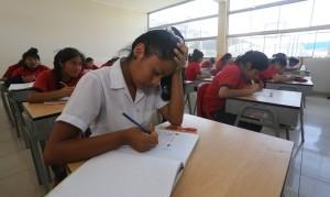 Nivel. Miles de escolares de 15 años rendirán la prueba PISA este año. Se medirá su competencia lectora y matemática.