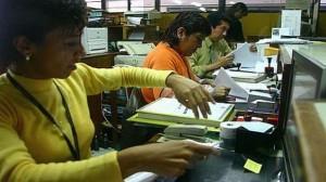 La Autoridad Nacional del Servicio Civil estimó que son 221,000 los trabajadores contratados a través del Contrato Administrativo de Servicios (CAS) de un universo de un 1'300,000 empleados para el Estado.(Foto: Archivo El Comercio)