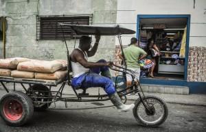 Los empresarios ven barreras burocráticas para el desarrollo de negocios. YAMIL LAGE AFP/Getty Images