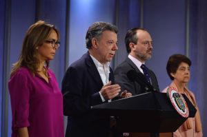 El presidente Juan Manuel Santos acompañado de la ministra de Educación, Gina Parody (izquierda). Foto: Cortesía Presidencia de la República