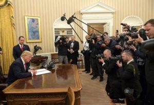 """Donald Trump señaló que los periodistas están entre las personas más """"deshonestas del mundo""""."""