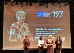 Reconocimiento a la profesora Aurora de la Vega por la Biblioteca Nacional del Perú