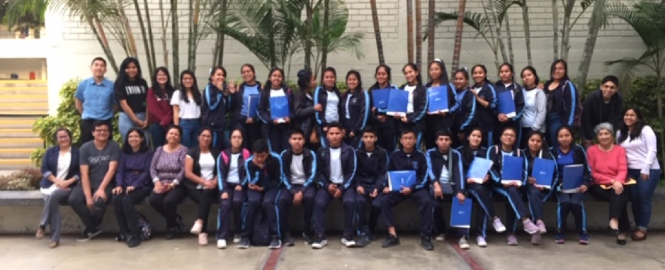 Taller de competencias digitales para estudiantes del Colegio Corazón de Jesús de Jicamarca