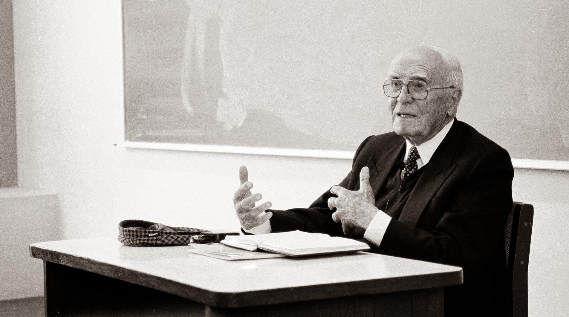 José Agustín de la Puente Candamo (1922-2020) y la PUCP