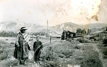 Ferrocarril saliendo de Jauja