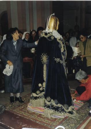 Virgen del Rosario de espaldas
