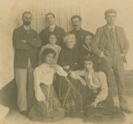 Familia Álvarez-Calderón Olavegoya