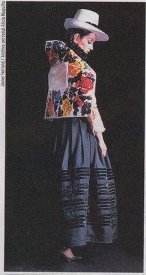 Traje original de la jaujina lucido correctamente por la cantante Alicia Maguiña