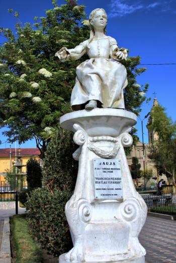 Monumento de Francisca Pizarro en la Plaza de Jauja - Perú